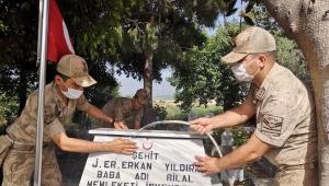 Jandarma, Şehitlerinin Yanında.