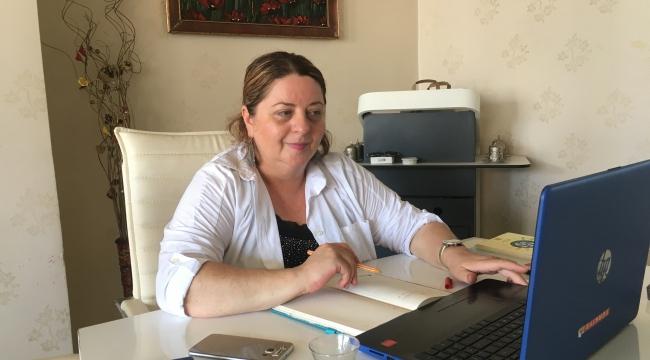 Model Bir Türk Kadını Olarak İlçenin Takdirini Kazanan Siyasetçi.