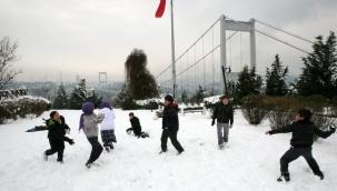 İstanbul'da Kar Çocukları Sevindirdi