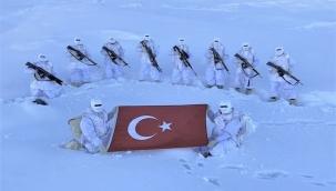 Mehmetçik -15 derece soğuk dinlemiyor.
